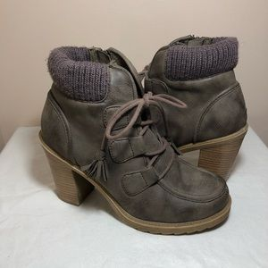 Mudd grey taupe ankle boots size 8